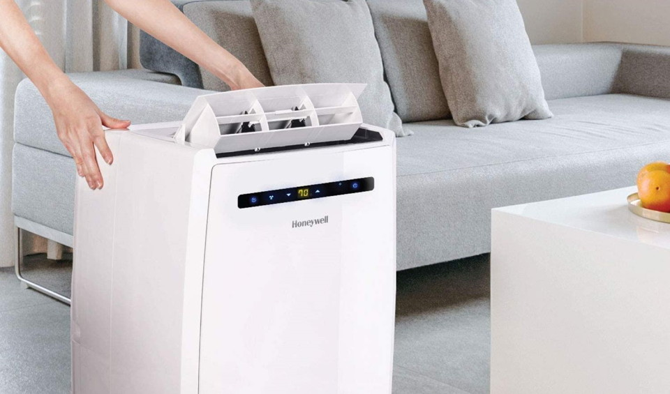 Portable air conditioner fills with water quickly